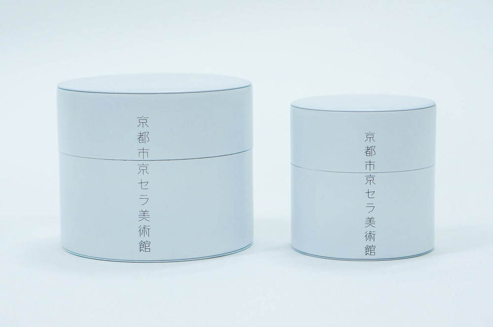 京都市京セラ美術館の新ロゴ入りバッグや茶筒などオリジナルグッズ、ビームスが監修 -