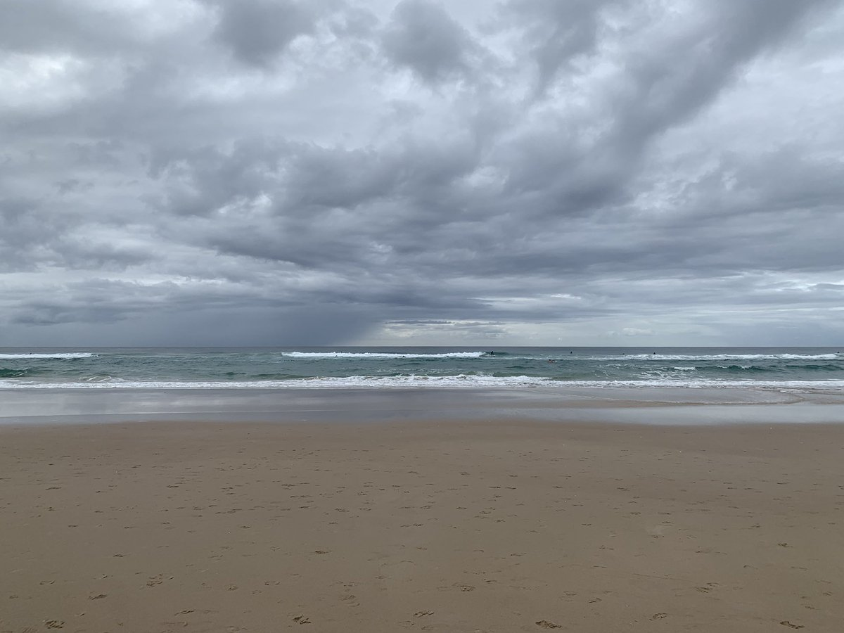 Picture perfect. Gold Coast Beaches! #travel #tourism pic.twitter.com/HjLXUhG1vP