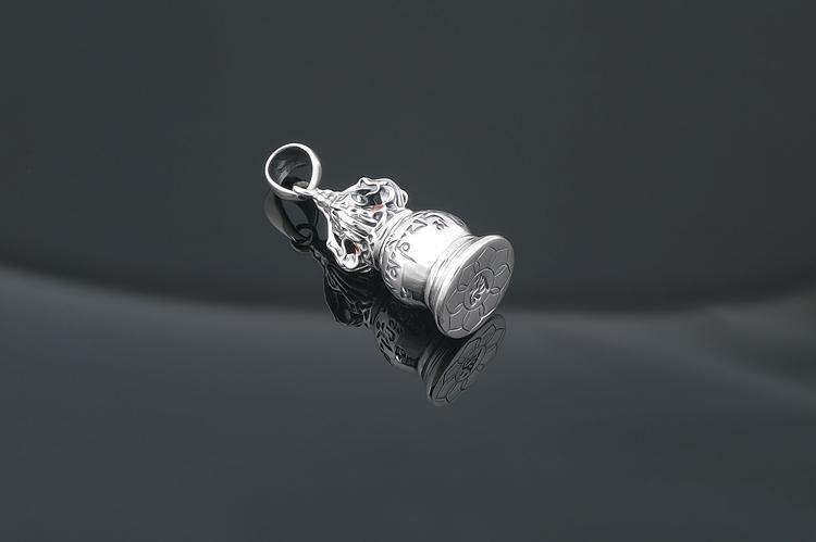 Pestle Treasure Vase with Mantra 925 Sterling Silver Garnet Scroll Boxby . Selling at $110.00. Order now: https://mantrapiece.com/products/pestle-treasure-vase-with-mantra-925-sterling-silver-garnet-scroll-box….#bohemiahippiechic #bohemianskirts #bohoskirt #bohostyle #caftan #fabulous #fashionstyle #freespiritpic.twitter.com/oQU3VQKFF4