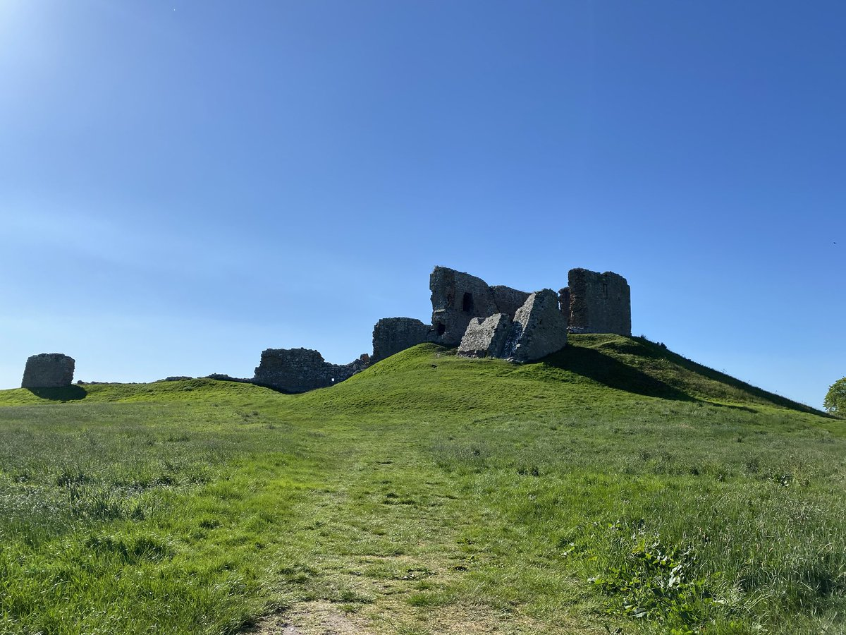 Stationed @RAFLossiemouth? The closest historical site to base is probably Duffus Castle, around 800 years old https://t.co/2UyBm3pw7X