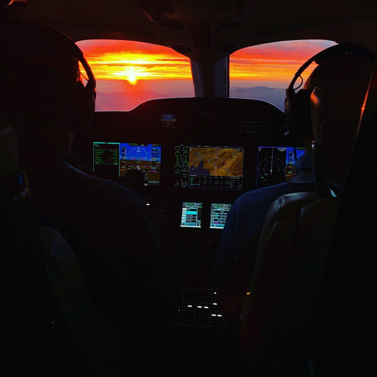 Memories of a beautiful #aircraftview #sunset during an evening #HondaJetElite demo flight out of #KTUS #saturdaynight  #aviation #aircraft #businessjet #bizav #avgeek #aviationnews #hondajet #hondajetelite #G3000 #garmin #garminaviation #hondajet #hondajetelite #hondaaircraftco https://t.co/m8lZdLFxih