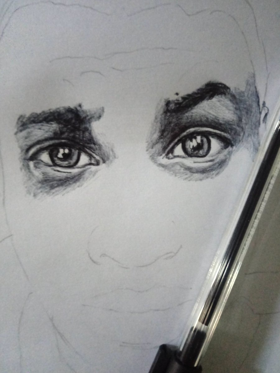 Work in progress with my shneider ballpoint ...stay tuned  #eyes  #sketchbook  #artist  #BLACK_LIVES_MATTERpic.twitter.com/4mCD4jMeym