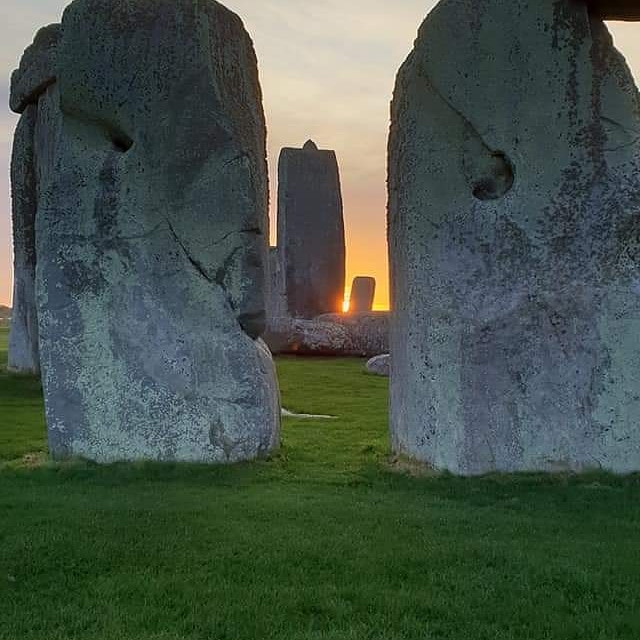 Sunrise at Stonehenge today (31st May) was at 04.56am, sunset is at 09.12pm <br>http://pic.twitter.com/s9fSUNxqNG