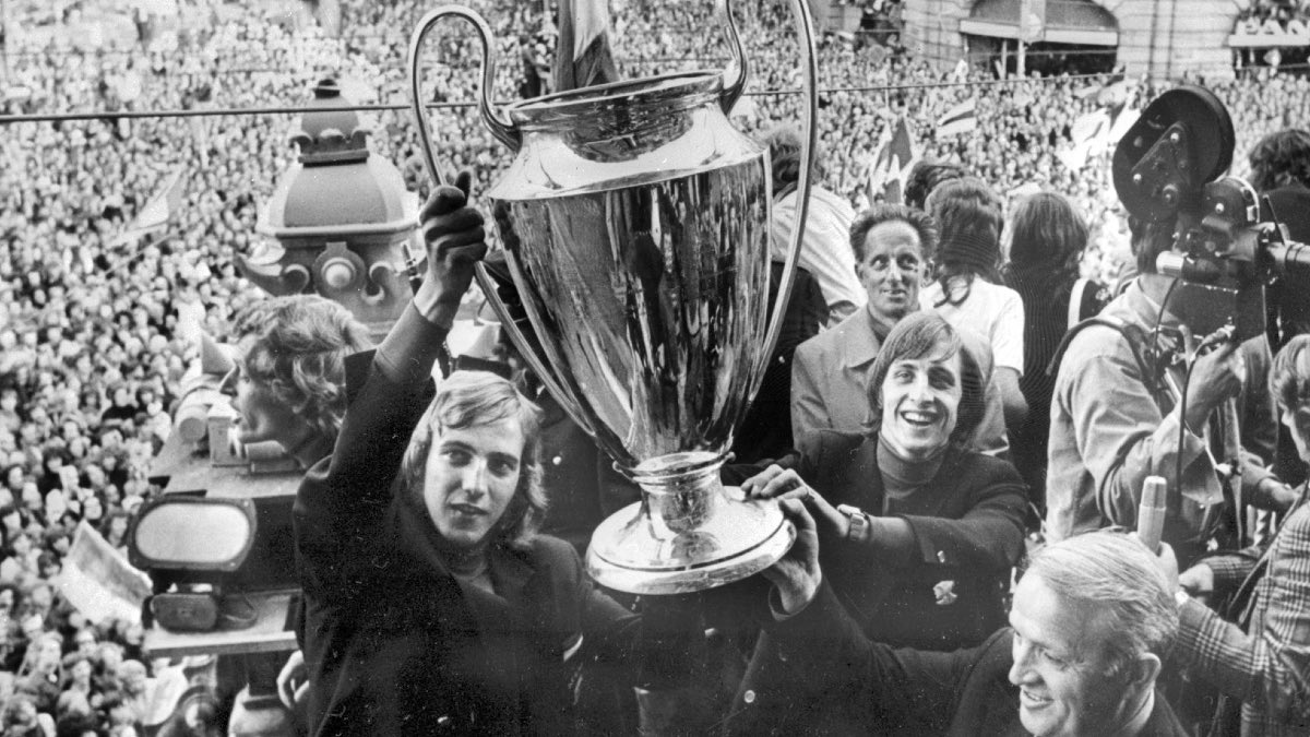 📸 - On this day in 1972, AFC Ajax won their 3rd Champions League (2nd in a row) after beating Inter with 2-0 thanks to 2 goals from Johan Cruyff. A match that has gone down in history as one of the greatest showcases of our Total Football playstyle. Historical chapter! 👏🏆