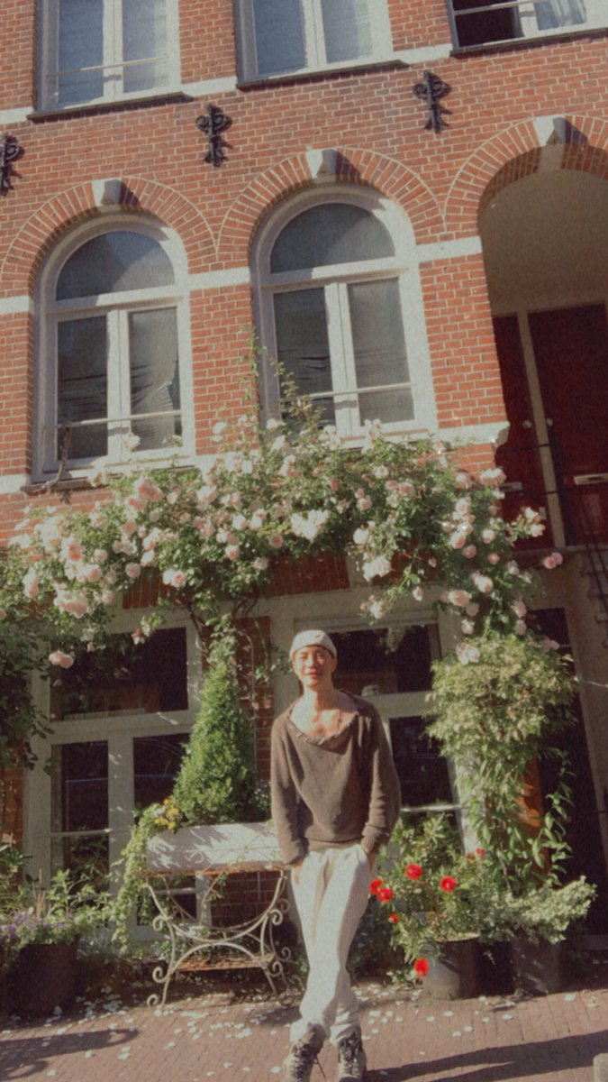友達のお宅にちょっとだけ遊びに行ってきたんだけど、玄関に薔薇がバッチリ咲いてて綺麗だよね:)