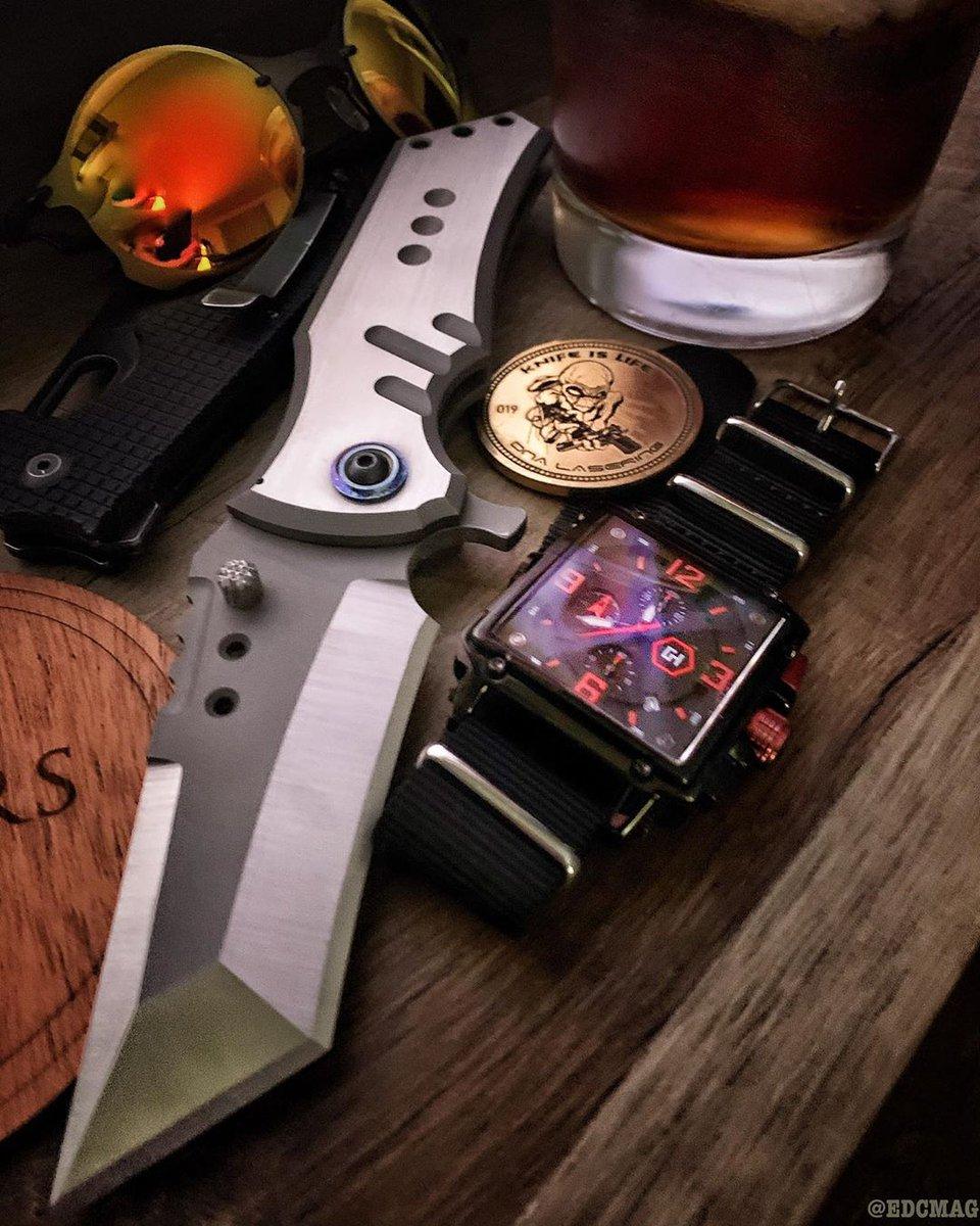 Repost @edcmag by @media.repost: #usnstagram #usnfollow #knife #knifepics #knifelife #knifeclub #knifeporn #knives #knivesofig #overbuiltfolder #edccommunity #edcknives #edc #edcpocketdump #edcknife #pocketdump #pocketvomit #edcgear #grailknives #gear #beastknife #edcmagpic.twitter.com/kUJRLhPoyr