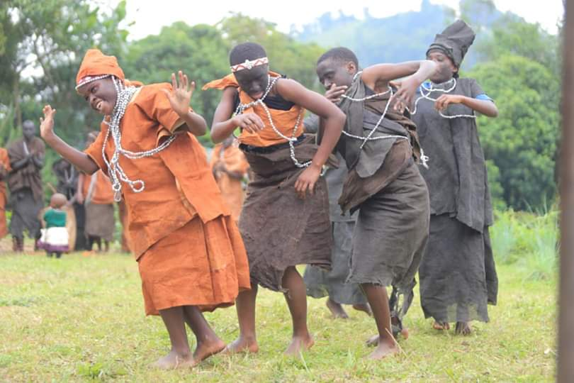 We hear it in our heads, we feel it in our hearts and it echoes in our soul.. indigenous African cultural music with the original forest people, #TheBatwa of #Uganda - be ready to be soaked in exciting #AfricanCulturalDances on your #GorillaSafari in Uganda with us #VisitUganda https://t.co/IgQHWEoqHv