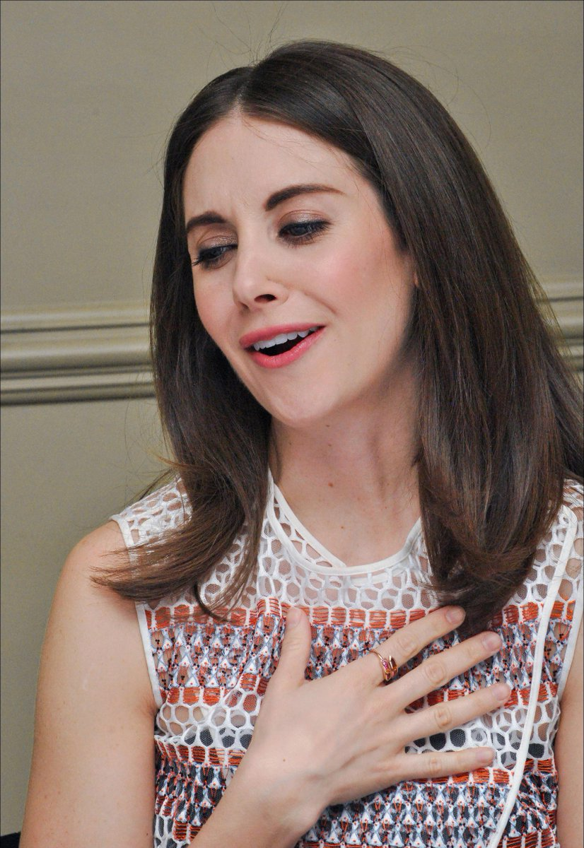 Images you can hear #alisonbrie #community #GLOW pic.twitter.com/9lYfHkTSp1