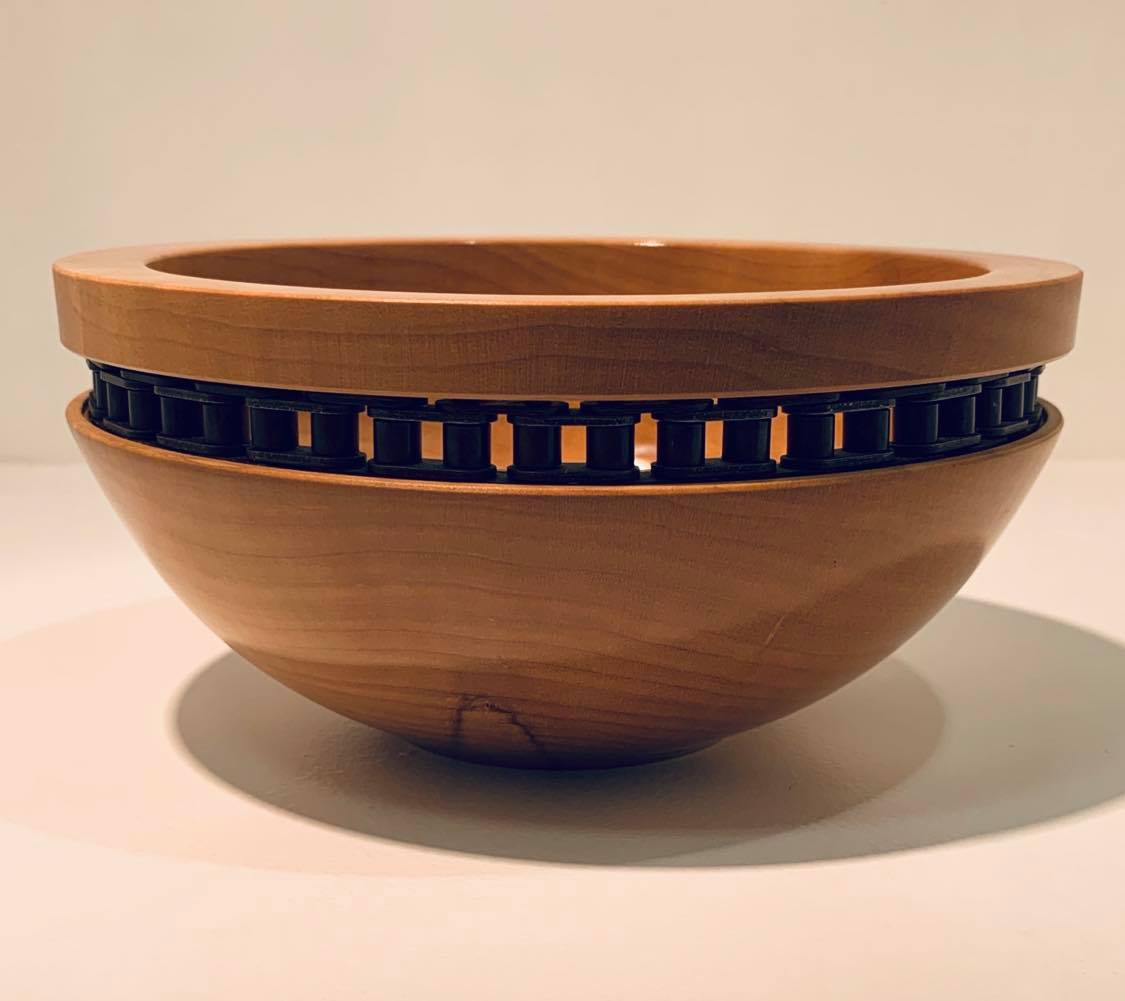 Chain Bowl combines the organic with the industrial creating a cohesive decorative piece. £60  Buy direct from the artist. More information in our Escape the Ordinary #onlineexhibition: https://lovewhatslocal.co.uk/chain-bowl/pic.twitter.com/QoSi4t30Ap