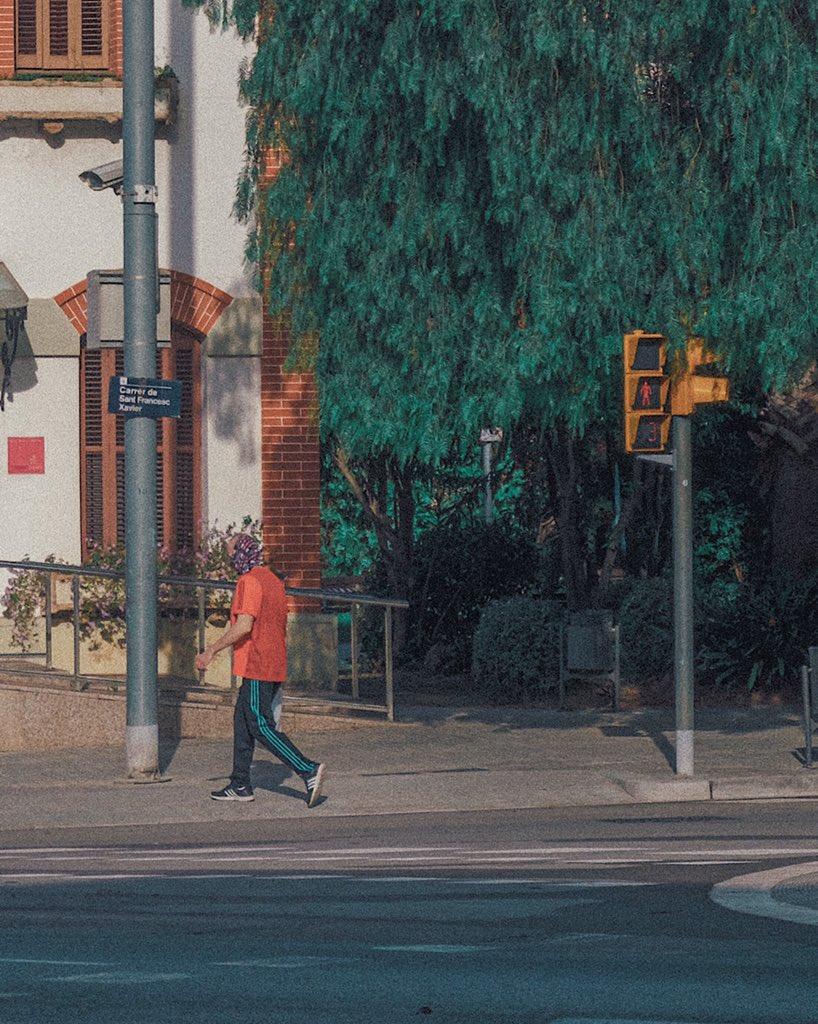 Where is his head?!  May, 2020 #camouflage #mask #Barcelona #Spain  #streetphotography #streetphoto #fujifilm_xseries #fujifilm #esfujifilmx #XT2 #VSCO  @studioshukopic.twitter.com/kaV3ZnI9Cz