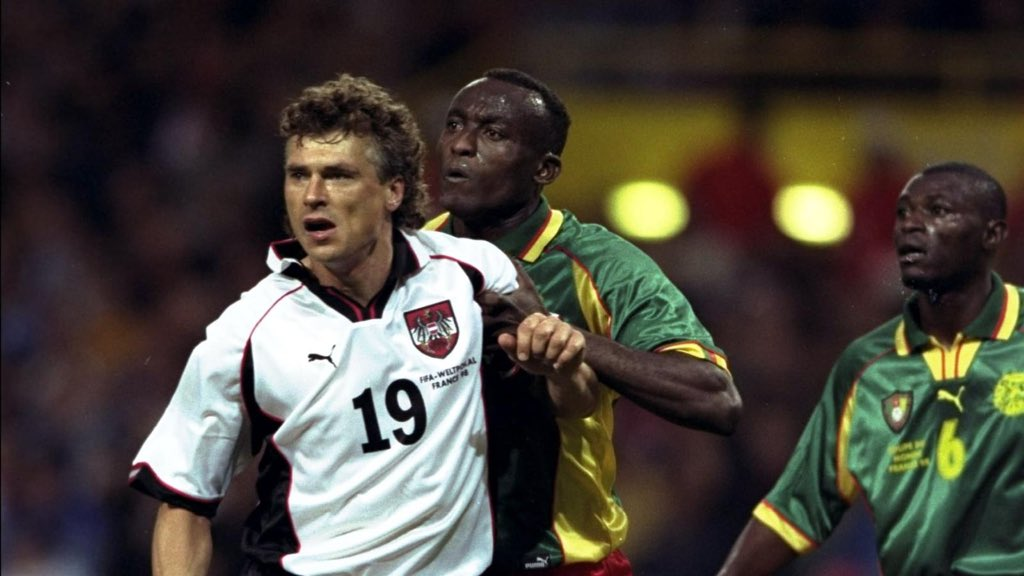 🇫🇷 France '98... We're re-running the tournament to see who'd have won based on their kit. Group B: 🇦🇹 Austria 🇨🇲 Cameroon 🇮🇹 Italy 🇨🇱 Chile Vote in the linked tweet and the two with most votes will advance to the knock-out stages.