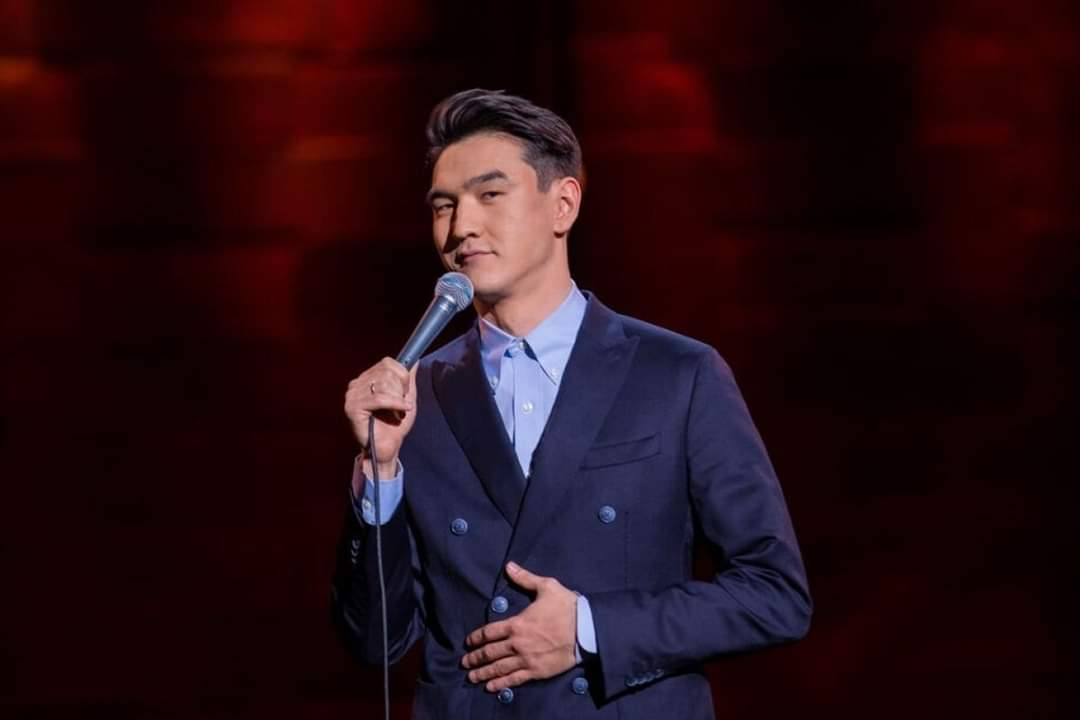 Nurlan Saburov is a Kazakhstani Stand-up comedian, humorist and actor. He became popular thanks to the Stand Up project.  Нурлан Сабуров  — казахстанский Stand-up-комик, юморист и актер. Стал популярным благодаря проекту Stand Up.  #Kazakhstan #humor #standuppic.twitter.com/OYOydA0xeZ