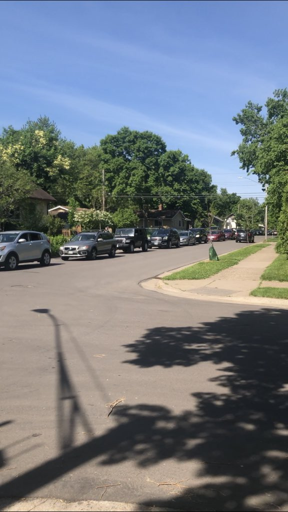 The line of cars to drop off food at Sanford Middle School is 14 blocks long in ONE DIRECTION. God I love Minneapolis.