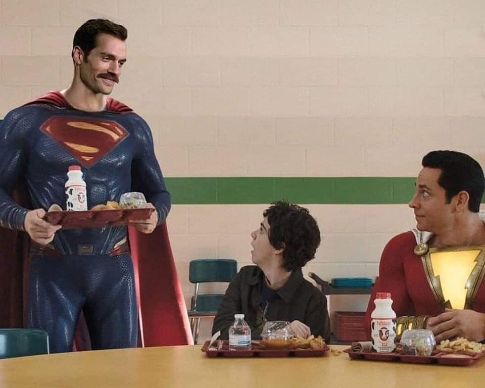 Já imaginou como seria a participação do #Superman na cena pós-creditos de #Shazam! com o Henry Cavill? O artista digital@bosslogicsim, e ainda levou em conta o bigode que o ator usava na época durante as gravações de Missão 'Impossível:Efeito Fallout' A montagem ficou hilária https://t.co/hudQjZAMfo