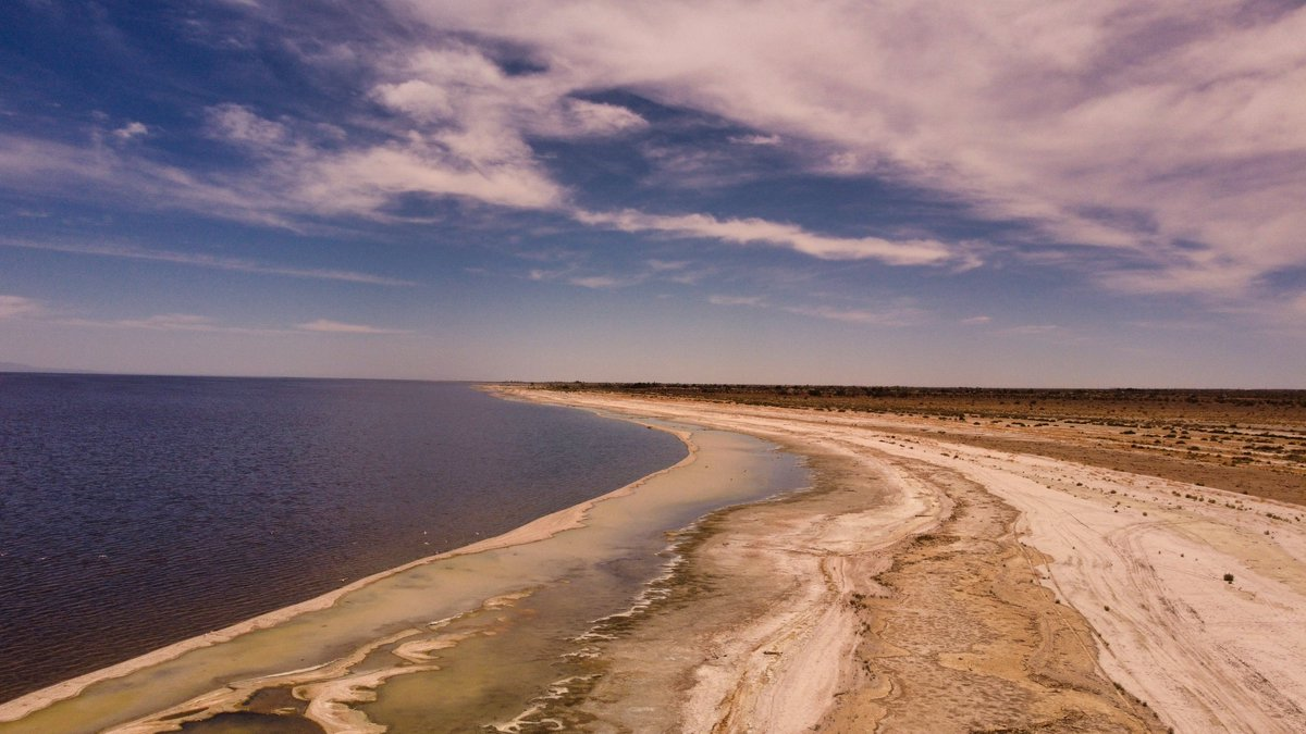 Another shot at the salton sea.  So many great views.  https://t.co/1QCVJOnx0L  #landscapephotography #drones #photography #scenery #sceneryphotography #dronephotography #hills #landscape #dji #drones #djimavic #photograph #photographer #saltonsea #sea #lake https://t.co/0nzqOi8RUi