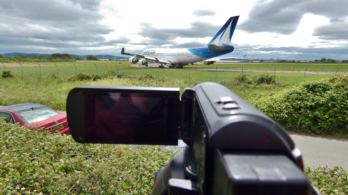 A year ago today we had our first 747 in about 10 Years. I think I can quite confidently say this is the best thing I've filmed at @LPL_Airport. I imagine it'll also be the last 747 we ever get!  #aviation #planespotting #Boeing #Boeing747 #YNWA #ChampionsLeague #Liverpool https://t.co/lsKHf3Qe6U