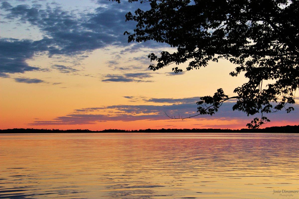 Sunset on the bay!  📍 Callander Bay on Lake Nipissing, Callander, Ontario.  #sunset #lake #bay #beautiful https://t.co/yS8N2eaAbp
