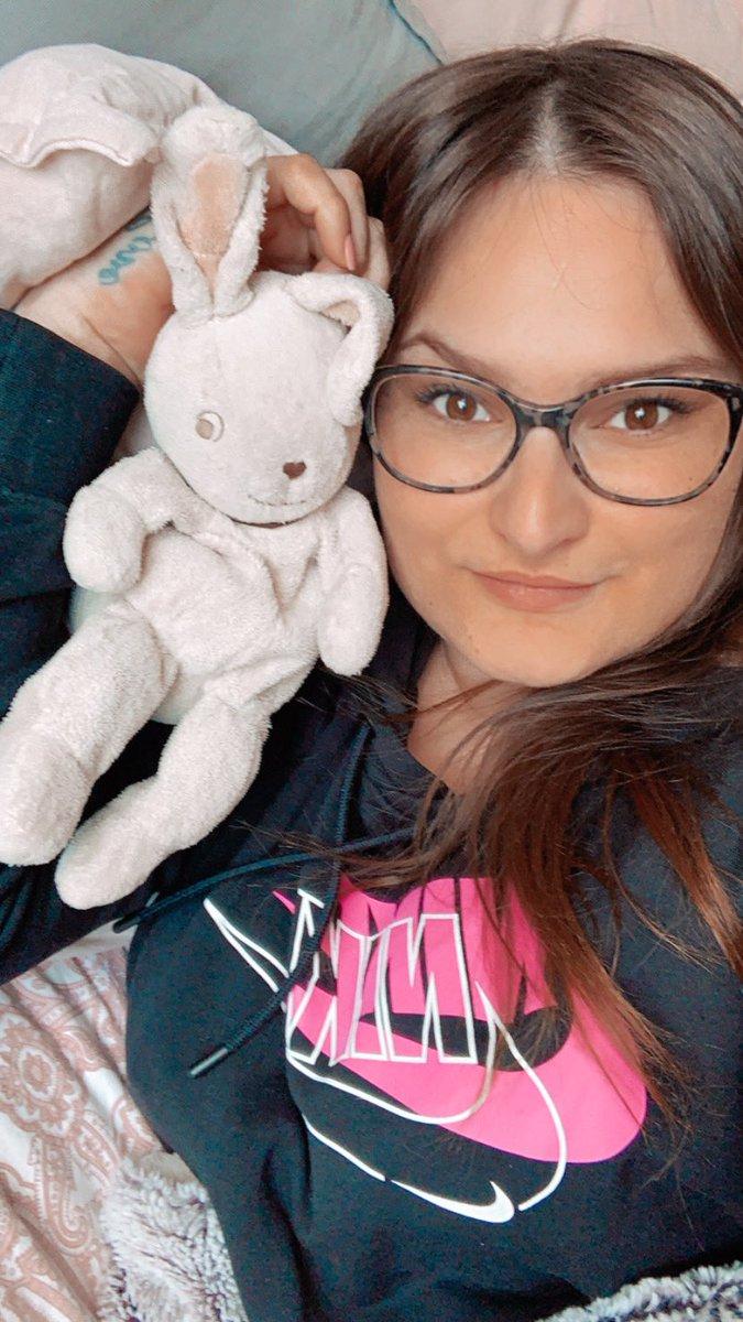 Heute habe ich einfach mal den ganzen Tag mit meinem Bett und meinem  gekuschelt... #kuddel #love #my #bed #münster #ineedabreak #hase #kuscheltier #madeingermany #germangirl #simplemepic.twitter.com/p3q1CjjX43