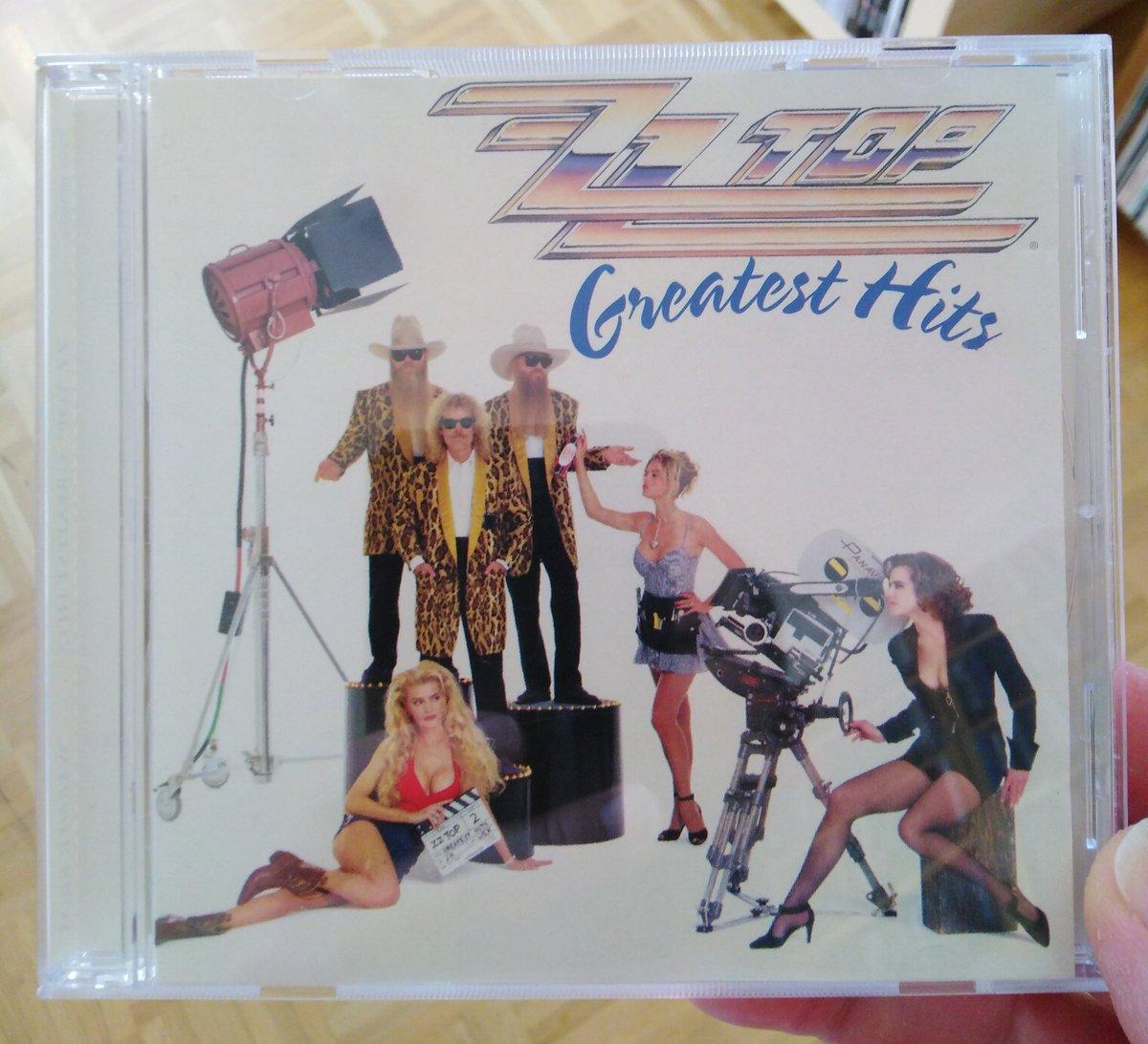 """Mal was zu essen zusammenfriemeln...  Soundtrack:  ZZ TOP - """"Greatest Hits"""" (1992)  Hier gibt es (fast) keine Experimente...nur die Hits! 2 damals neue Stücke... u. a. Viva Las Vegas, aber das ist kein Experiment.  #christianlauscht #wirbleibenzuhause #StayHomepic.twitter.com/IoD4MjQS05"""