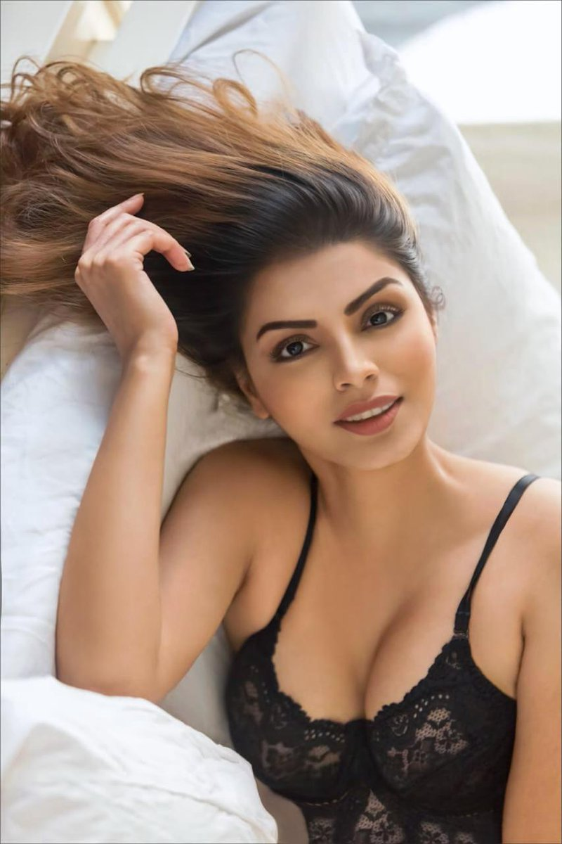 Kya soorat hain, kya soorat hai, kya soorat hai,  Baby no one so sexy, in the whole galaxy!!!  #photomarathon2020 #photooftheday #beauty #beautiful #sexystyle #cutegirl #fitness #happy #gorgeous #summer #amazing #hair #fit #fun #unlockone pic.twitter.com/zQ44tkaqJz