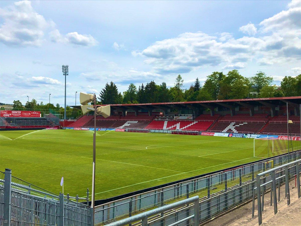Countdown läuft. 15:30 wird unser #FCC erwartet, bevor dann die anderen Gäste vom @ChemnitzerFC ins Stadion fahren werden. Es ist skurril. Aber machen wir das Beste daraus. Gruß aus Würzburg. #FCCCFC #MehrAlsFussball