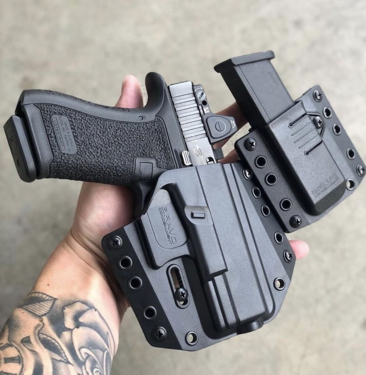 OWB setup from @bravoconcealment, when I don't appendix carry this is my go to setup now on hikes and business attire.⠀ .⠀ Repost from @bryan_gunner541⠀ .⠀ #kydexholster #bravoconcealment #glock #glock19 #glock45 #2a #pewpewlife #concealedcarrypic.twitter.com/C04kXlUnK6