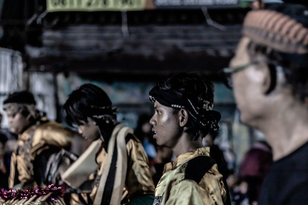 Act : Sundanese Cult _______________________________________ 𝗟𝗼𝗰𝗮𝘁𝗶𝗼𝗻: Bogor, West Java, Indonesia 𝗗𝗮𝘁𝗲 𝗼𝗳 𝗣𝗼𝘀𝘁𝗶𝗻𝗴: 31/05/2020  #streetphotographers #streetphoto #storyofthestreet #streetshared #visualoflife #peopleinsquare #peopleinframe  #streetleakspic.twitter.com/9pBGfPjOaB