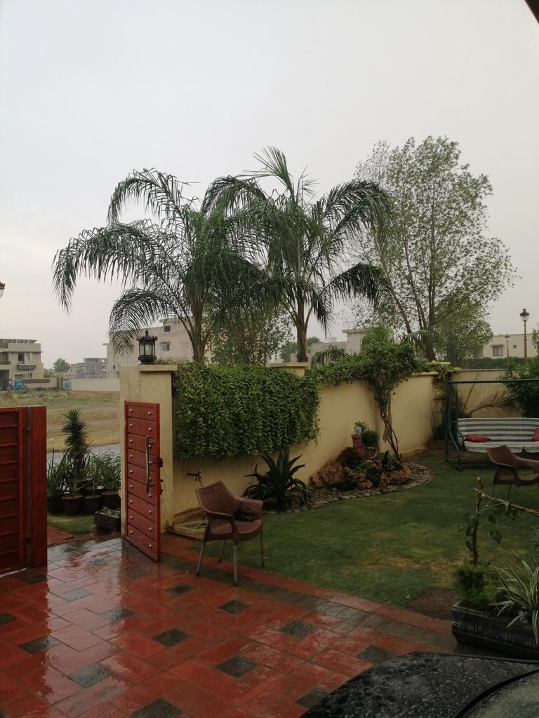Finally, Lahore gets its share from the 'stormy' #rain. lovely weather. pic.twitter.com/4VykXclwdq