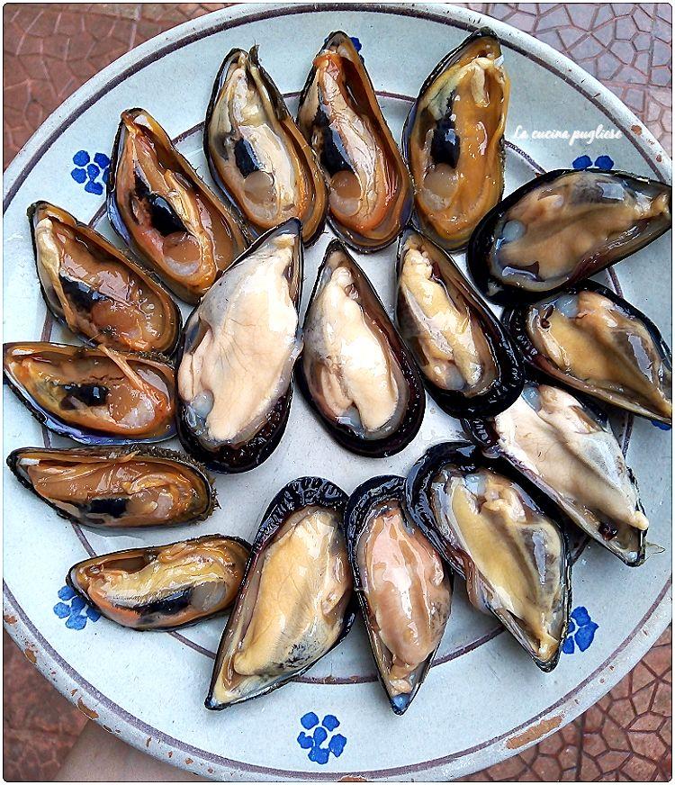 COZZE NERE E COZZE PELOSE   Sito UFFICIALE: ➛ http://lacucinapugliese.org Secondo Sito: ➛http://lacucinapugliese.altervista.org  #31maggio #Food #Foodie #Puglia #salento #cucina #kitchen #foodblog #foodbloggerpic.twitter.com/TdYbXgFOKG