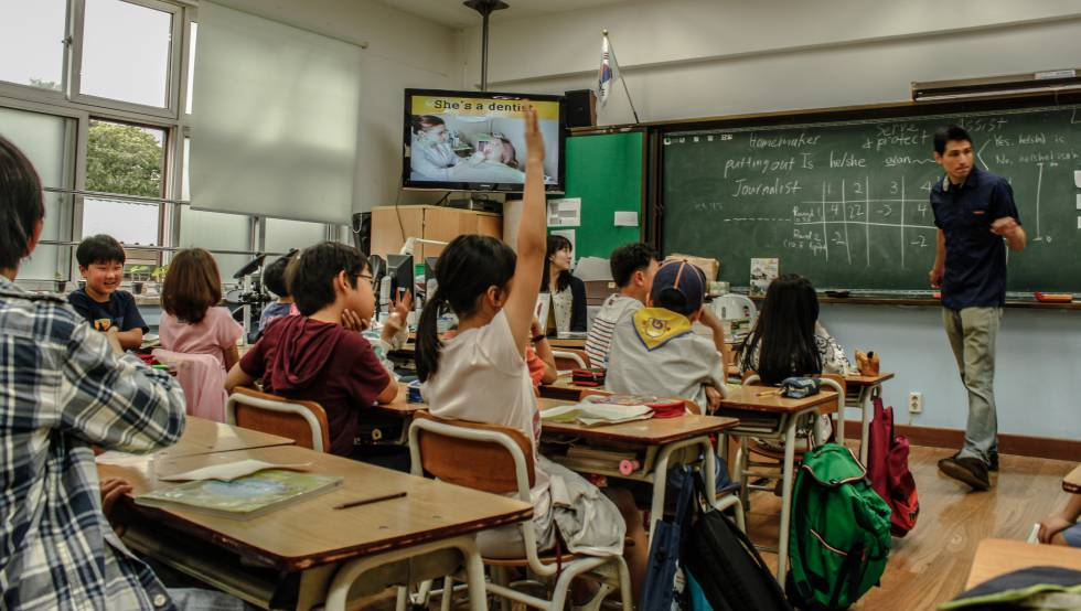 Bienvenida sea la iniciativa y el deseo de la mejor de las andanzas a @elpaiseducacion Informar con rigor y reflexionar seriamente sobre la educación es todo un reto importantísimo y a la par más necesario que nunca #educacion #enseñanza #pedagogia