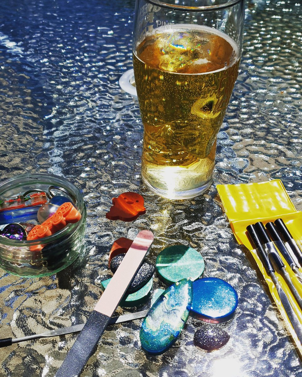 Enjoying the sunshine whilst filing and buffing some new pieces, and enjoying a cheeky cider #handmadejewellery #resincrafting #handmadejewelry #handmade #ciderlover #resincrafts #resinjewellery #resinjewelry #resinart #sundayfunday #sunshine#lockdown2020  #ThePeaHivepic.twitter.com/f6ElR4z8ZD