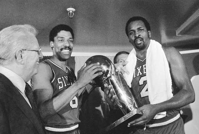 No dia 31 de maio, 37 anos atrás, o 76ers varria o Lakers de Kareem Abdul Jabbar e Magic Johnson nas finais e conquistava seu terceiro título da NBA.  #PhilaUnite https://t.co/B7RvxIbw6I