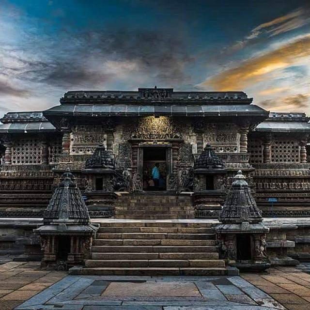 Hoysala Marvel : A thread  https://twitter.com/BharathiKumar4/status/1248441537085575169?s=19… #IncredibleIndia #architecturepic.twitter.com/Q0dM2En9vX