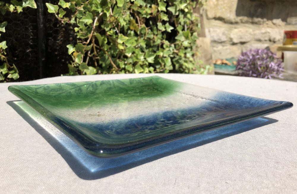 Blue/Green Square Plate This plate, measuring 20cm square, reminds me of fresh meadows and deep seas. £27  Buy direct from the artist. More information in our Escape the Ordinary #onlineexhibition: https://lovewhatslocal.co.uk/blue-green-square-plate/…pic.twitter.com/8BqTlXzOS0