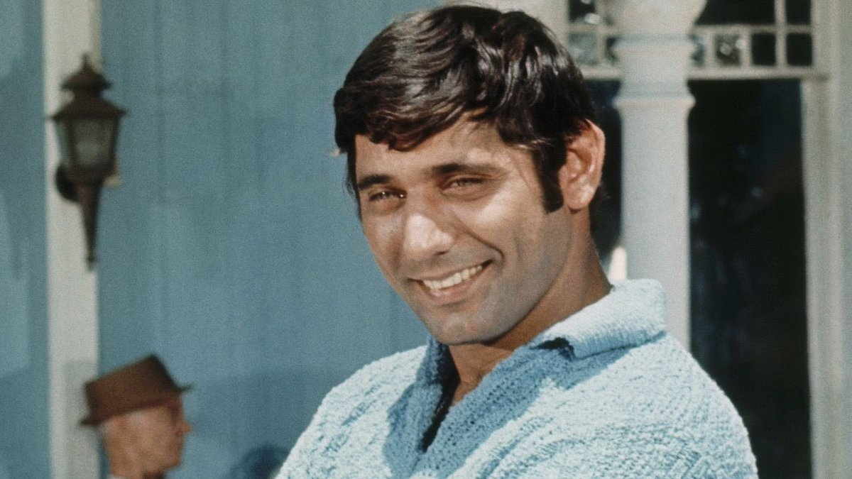 The inimitable Joe Namath turns 77 today. Forever cool.