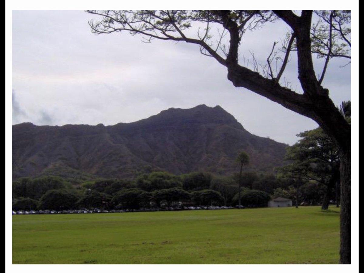 Diamond Head ...  #landmark #hiking #rocky #uneven #narrow #beautiful #pictureperfect  #volcaniccone #Tourism Hawaii #Oahu #Alohapic.twitter.com/spx3I4pvcP