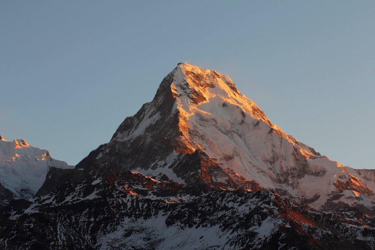 @ParveenKaswan First sun rays hitting the top #himalayas #HimalyanRange @ParveenKaswan https://t.co/VZUALdiFWK