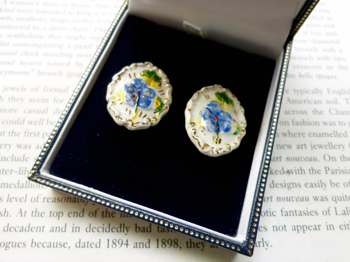 #vintage #etsygifts #MidCentury Forget-me-not Clip On Ceramic Earrings circa 1960s #shopindie #shopsmall #followvintage #StandWithSmall #etsy #etsyfinds #ListMyEtsy #UKEtsyRT #uksmallbiz #UKHashtags #vintagejewellery #RTmeBB #supportsmallbusiness https://www.etsy.com/uk/lovesvintage43/listing/550040942 …pic.twitter.com/CwxyJsn0Qf