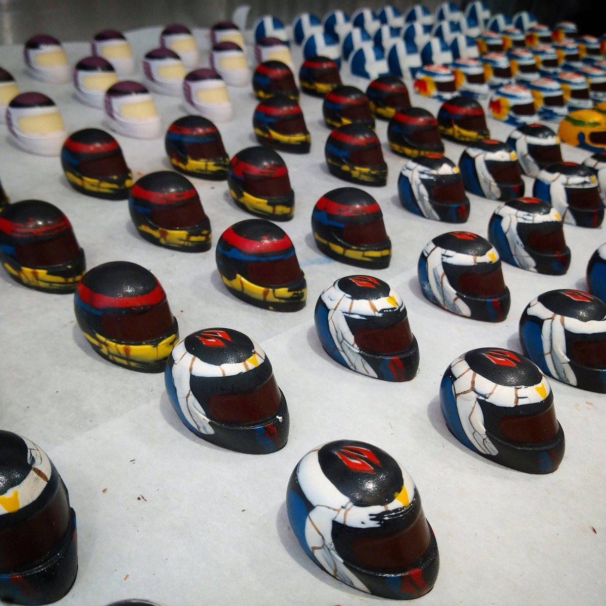 A closer look at our mint fondant and dark chocolate #kimiraikkonen inspired racing helmet. One of my favourites. #racingchocs #chocolate #racing #helmets #motorsport #chocolatier #f1 #formula1 #fathersday https://t.co/ldUY9TONqq