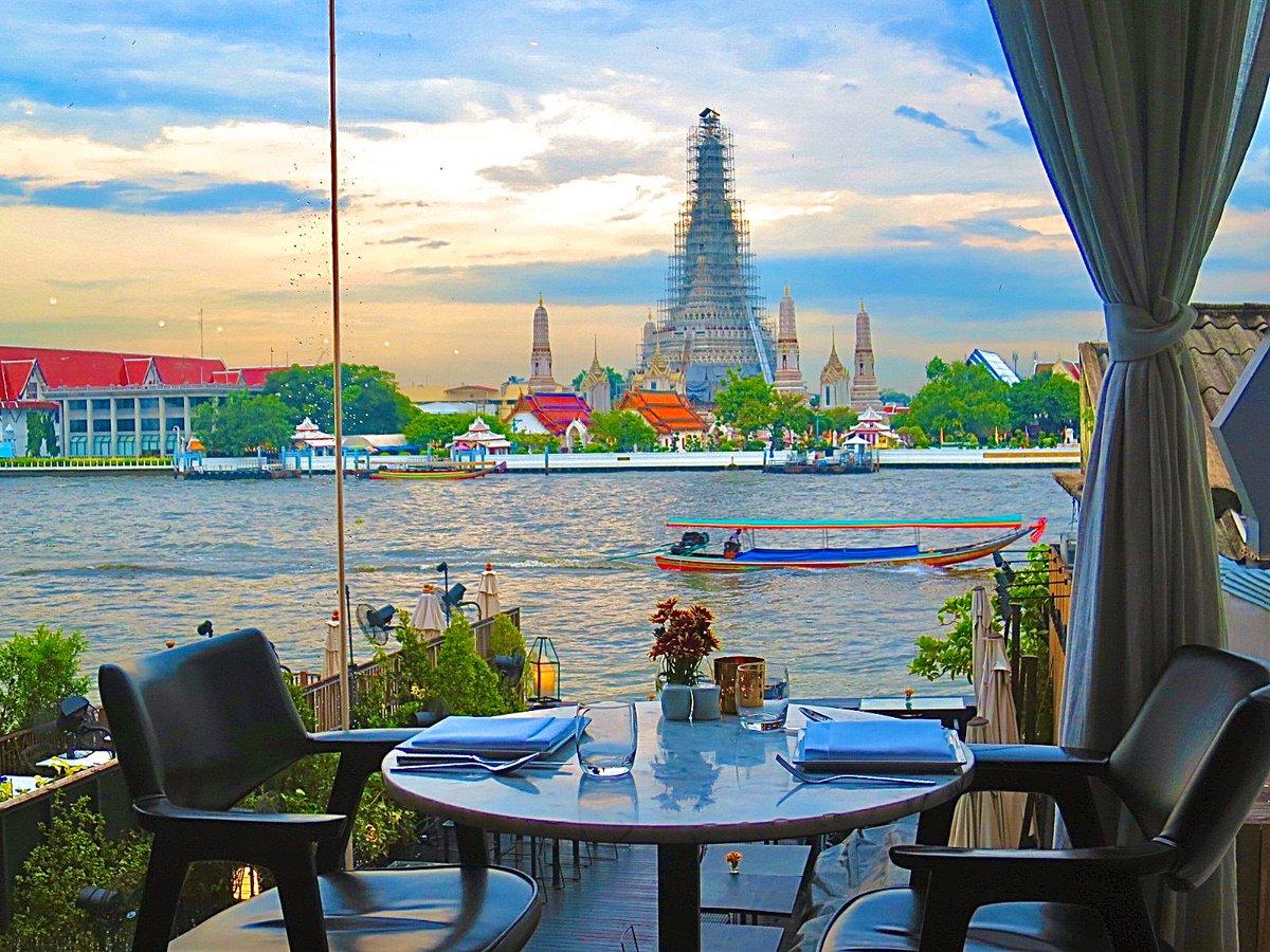 test ツイッターメディア - タイ/サララタナコーシン🇹🇭  バンコク3大寺院といえば 王宮 ワットプラケオ ワットアルン。  これらを全て見渡せる場所にサララタナコーシンというホテルがあります。  屋上にあるルーフトップバーは宿泊客以外も利用できるので寺院観光後の休憩におすすめです🍸  #バンコク #いつかまた世界で https://t.co/8XlJsKzEPX