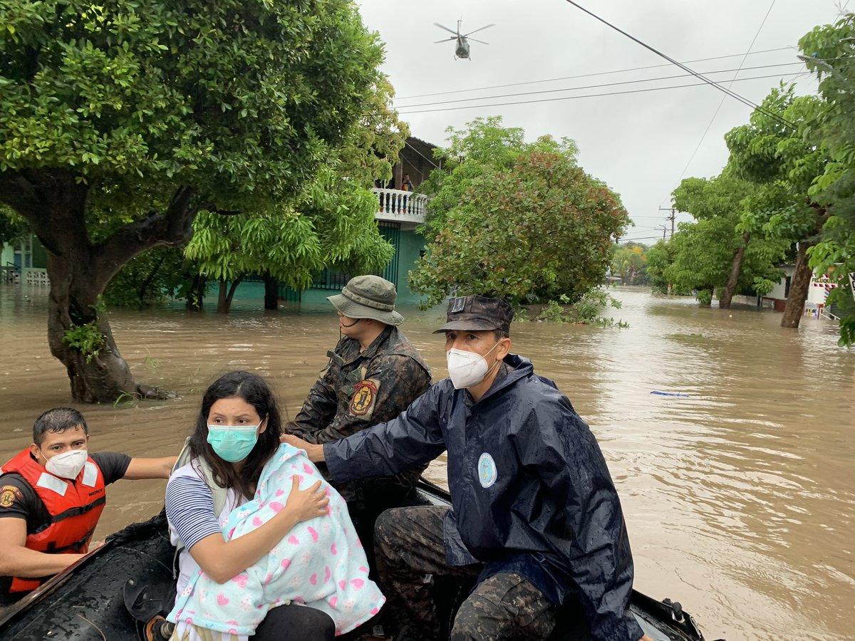 """René Francis Merino Monroy on Twitter: """"Bajo el liderazgo de nuestro  Comandante General @nayibbukele, atendemos dos emergencias; la de la  pandemia por el #COVID19 y la de las lluvias. Empleamos todos nuestros"""