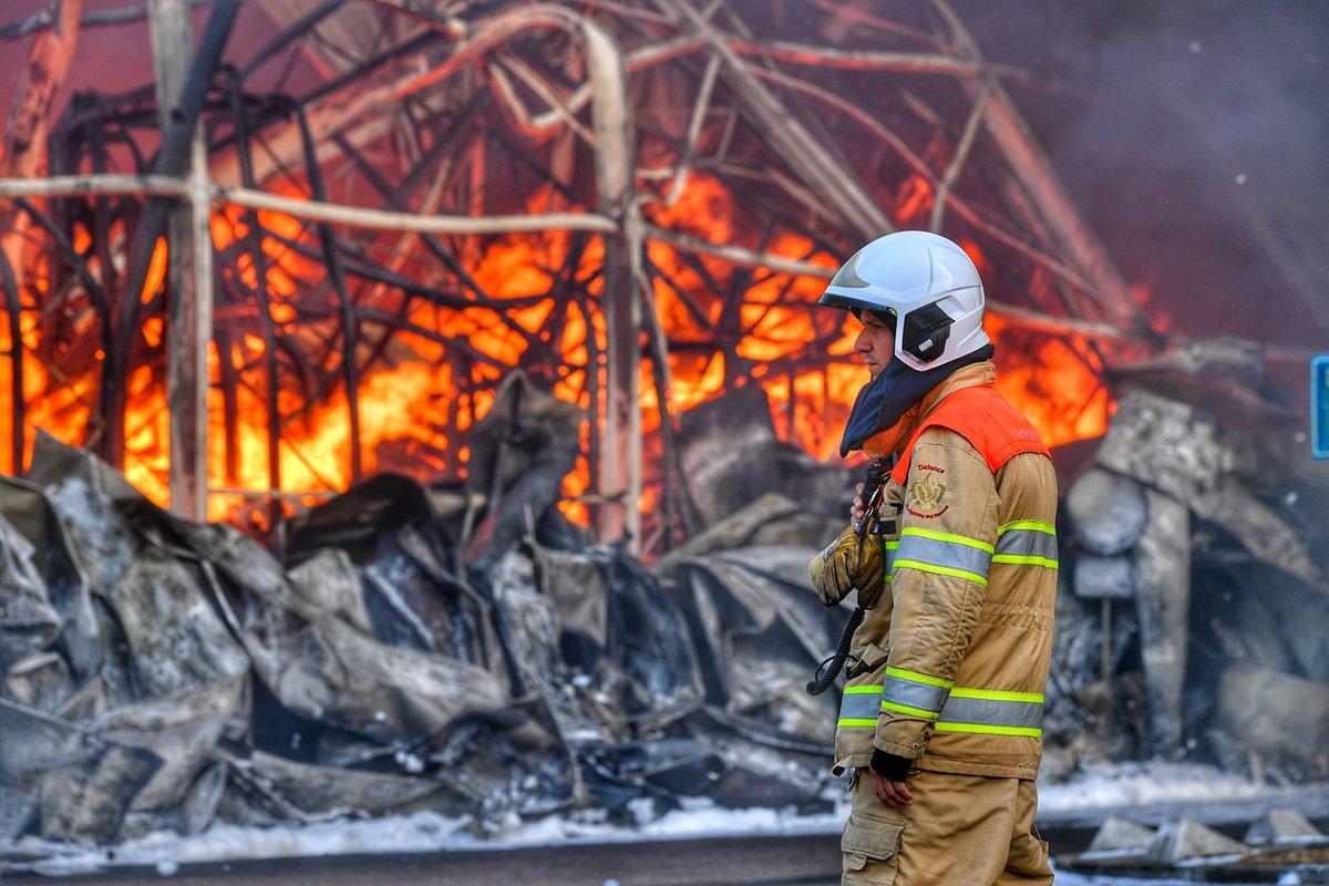 """test Twitter Media - https://t.co/qyKSM3Lav0 (VIDEO) #Brandweer onderweg naar grote brand #Hapert, """"zonne grote #Vuurbal jonguh"""" #Diamantweg #GroteBrand #Transportbedrijf https://t.co/CzBeg5U8zi"""