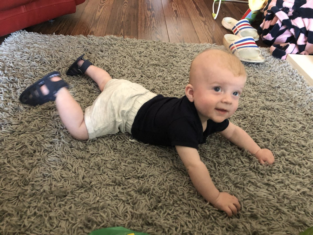 Took us 5 months but we've managed to get shoes to stay on for more than 2 minutes #beautifulboy #5monthsold #growingtoquick #lovehim @yeeheetom @thegreenster60 @mikeandsanpic.twitter.com/u9zyXNogcL
