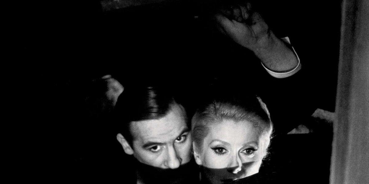 Il y a quarante ans, François Truffaut connaissait son plus grand succès public avec « Le dernier métro ». Le cinéaste de la Nouvelle Vague, qui allait disparaître quatre ans après ce triomphe, y a mis en scène des motifs très personnels. lemonde.fr/m-le-mag/artic…