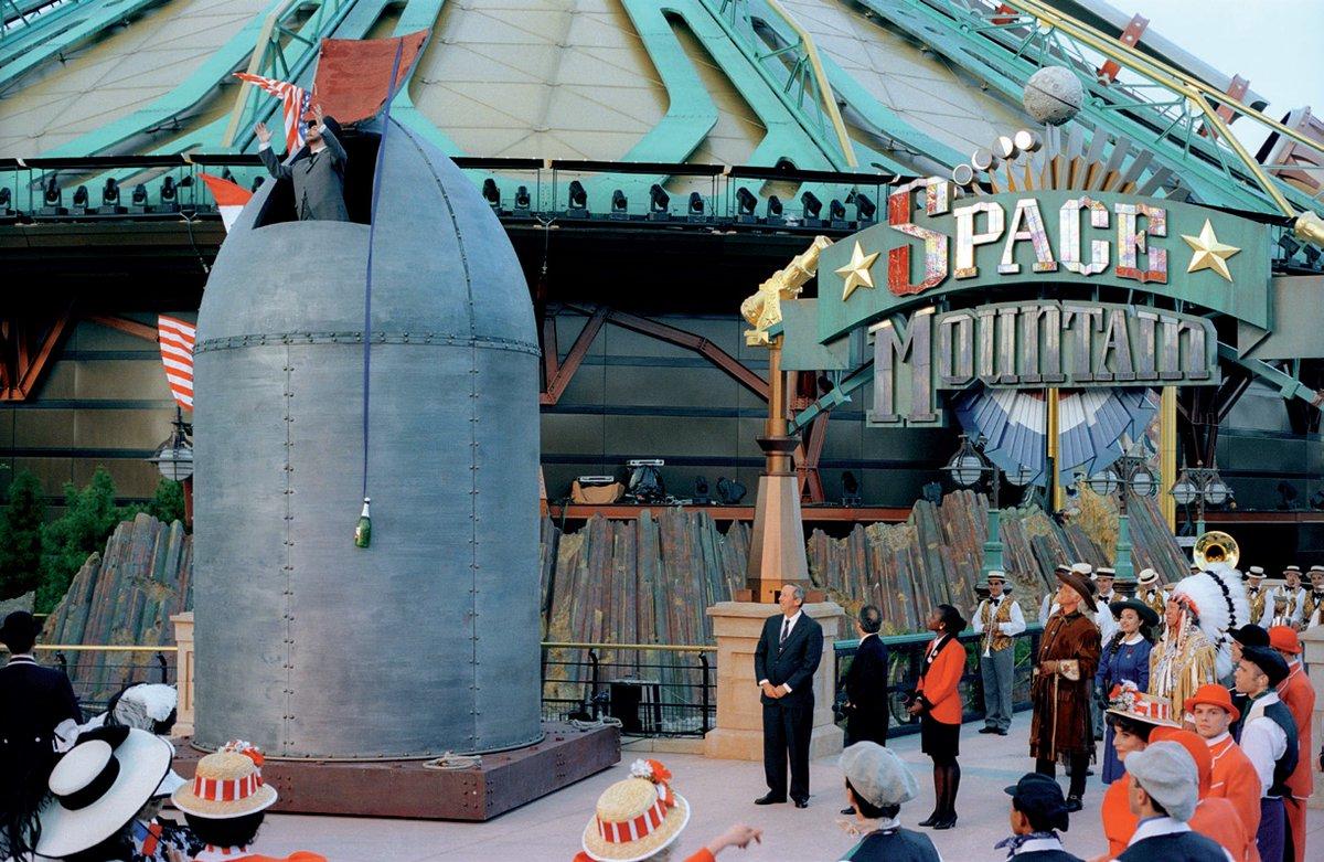 #SpaceMountain – De la Terre à la Lune était inauguré ce jour il y a 25 ans. Bon anniversaire à l'une de nos attractions les plus iconiques et innovantes ! Rendez-vous demain à 19h pour une vidéo conférence dédiée avec nos Imagineers : https://t.co/nSTZYBkubg https://t.co/4WlbuORfUe