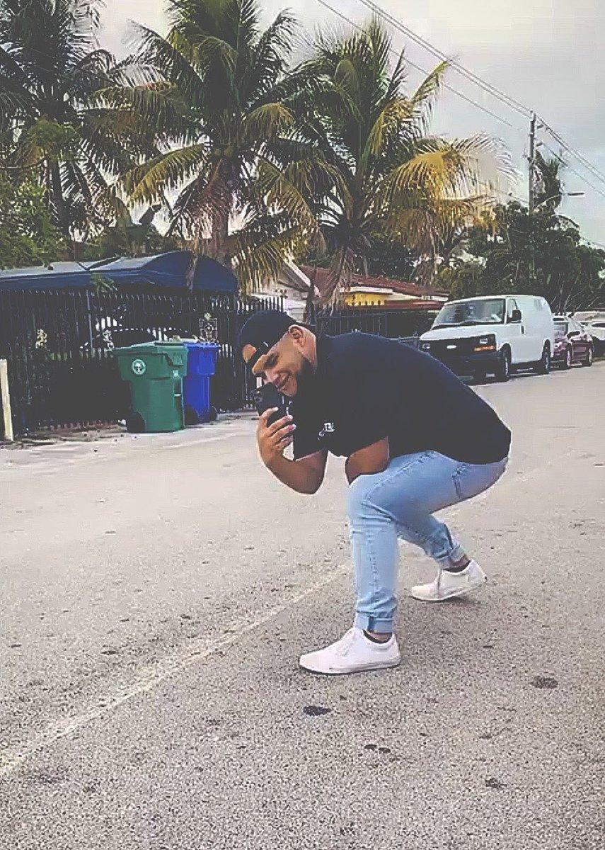 Capturing Moments... . . . . . . . . . . #Miami #MiamiNights #Gay #GayMiami #FOTD #GayPride #DudeComeHerepic.twitter.com/SuKsVpB4lk