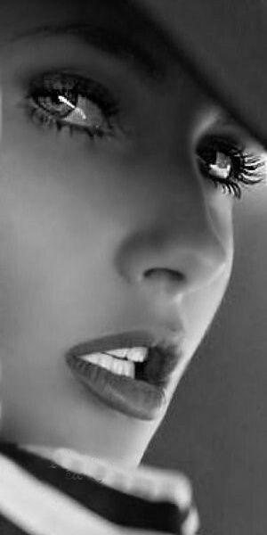 Very beautiful look #photos #look #eyes pic.twitter.com/vDRO9PKFOv