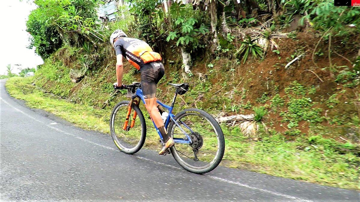 El biker #JosepBetalú realizó de una tirada y en solitario el recorrido de la #RutadelosConquistadores Non-Stop, que en competición se hace en tres días. Cubrió los 300 km en algo más de 17 horas #CostaRica #MBT #Montainbike  𝗠Á𝗦 𝗜𝗡𝗙𝗢 𝗵𝘁𝘁𝗽𝘀://𝗯𝗶𝘁.𝗹𝘆/𝟯𝗰𝗹𝗝𝗚𝗖𝗠 pic.twitter.com/kPuVhHZUzr