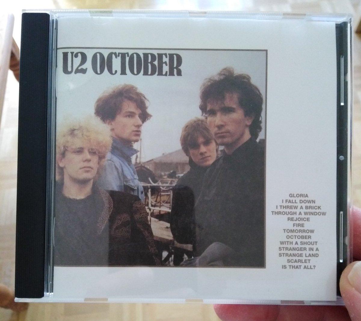 """""""October"""" kann ich mir sicher auch im Mai anhören!  U2  #christianlauscht dem Album aus dem Jahr 1981.  #wirbleibenzuhause #StayHomepic.twitter.com/4jeZyzZUru"""