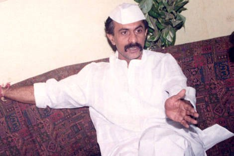 The Nagpur bench of the Bombay High Court on Friday (May 30) ordered underworld don and former MLA Arun Gawli to surrender before the Nagpur Central prison in the next five days .#gangster #DaddyGang #mumbaipolitics #politicstoday . https://t.co/Mhugkb76qR